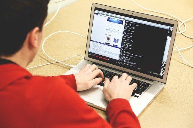 Programmierer bei der Arbeit